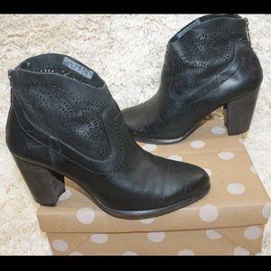 UGG Charlotte Seaweed Leather Heel Ankle Boots